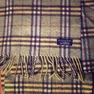 Vintage Burberry 100% lambswool muffler scarf